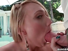 Blonde gives great head outdoors to big cock tubes