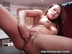 Asian pussy masturbated in close up video tubes
