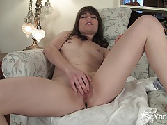 Sexy babe indica pleasing her sweet quim tubes