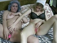 Pink dildo vibrates cunts of mature lesbians tubes
