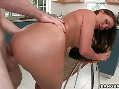 Wide booty brunette fucked in doggystyle tubes