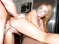 Blonde milf gives her pussy tubes