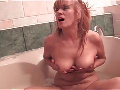 Naked mature models her cunt in bathtub tubes