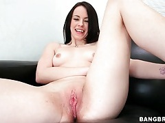 Strippinng beauty fucks her pussy with a toy tubes