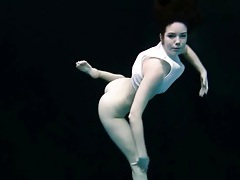 Teen bends her beautiful body underwater tubes