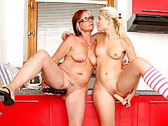 Dildo banging lesbian couple tubes