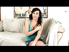 Lovely chick mindy lynn opens her mouth for a warm cumshot tubes