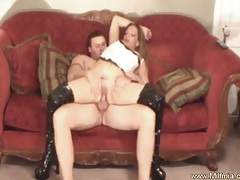 Milf makes it hard to ignore tubes