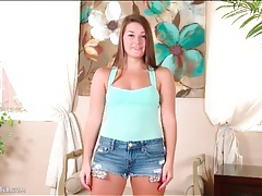 Curvy girl looks great in jean shorts tubes