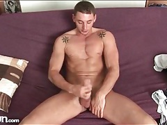 Hard pecs and abs on solo stroking guy tubes