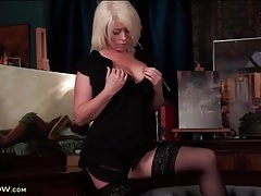 Bleach blonde mommy in sexy striptease porn tubes