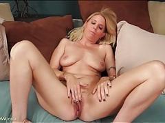 Beautiful blonde milf masturbates pussy tubes