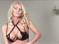 Her fit milf body is incredible in solo video tubes