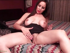 Milf in pretty red lipstick strips and shows pussy tubes