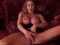 Huge titty milf leigh darby masturbates vagina tubes
