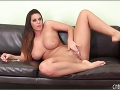 Thick brunette chick with gorgeous natural tits tubes