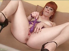 Milf jenny red masturbates cunt with a toy tubes
