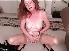 Redheaded mature masturbates her sexy cunt tubes
