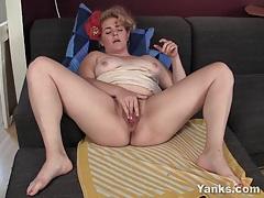 Bbw hoe poppy fingering her hairy twat tubes