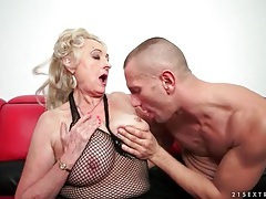 Granny with big sexy tits sucks a dick tubes