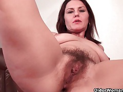 Sexy milf with big tits works her hairy pussy tubes