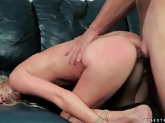 Hot blonde likes bondage and fucking tubes
