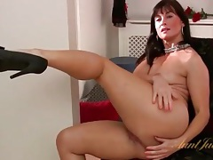 Milf has a gorgeous ass and shows it off tubes