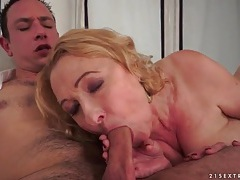 Eating and fucking that wet granny pussy tubes