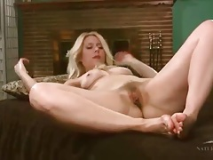 Solo blonde mom with a great ass masturbates tubes