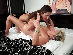 Teen pussy sits on granny face for licking tubes