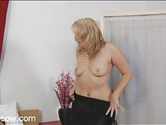 Curvy milf slowly sucks his hard dick tubes