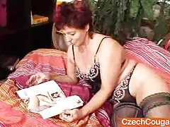 Older amateur cougar squeezing her vagina muscles tubes