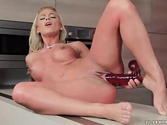 Babe with a sunburn toy fucks her pussy tubes