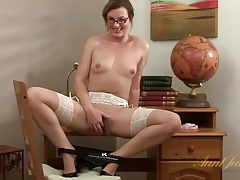 Home office masturbation with solo milf tubes