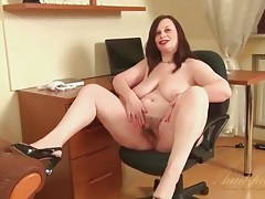 Fat mom in her office chair masturbating tubes