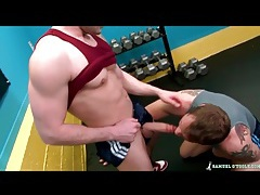Two muscular guys look good sucking dick tubes
