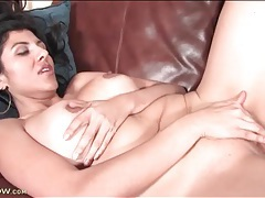 Solo curvy brunette fingers cunt on the couch tubes