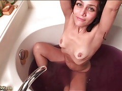 Milf masturbates her cunt in purple bath water tubes