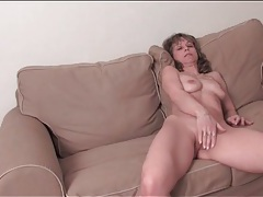Fit mature babe masturbates her shaved pussy tubes