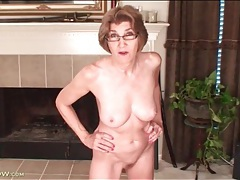 Confident mature with great tits models her pussy tubes
