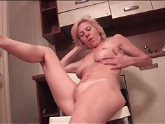 Hot blonde granny with great tits masturbates tubes