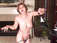 Mature with a banging body looks hot stripping tubes