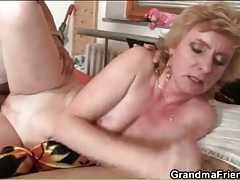 Younger men screw slutty mature blonde whore tubes