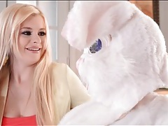 Dude in bunny costume blown by hot blonde tubes