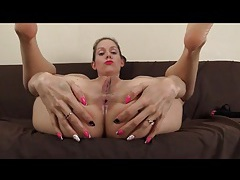 Lelu love wants you to lick her feet and asshole tubes