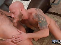 Blowing a bear with his gay cocksucking mouth tubes