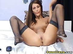 Cute camgirl spreads her legs and masturbates tubes