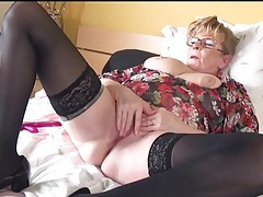 Granny in stockings and glasses masturbates tubes