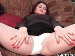 Pantyhosed milfs need a pussy rub tubes