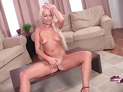 Blonde masturbates her cunt in close up tubes